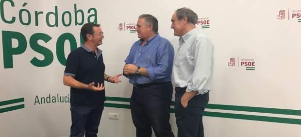 Aguilar, Téllez y Ruiz Almenara en la sede del PSOE de Córdoba