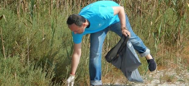 Javier Celdrán, participó esta mañana en la acción voluntariado