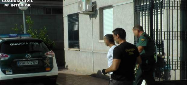 Detingut un home a Torrevieja després d'agredir la propietària d'un domicili que li va sorprendre robant