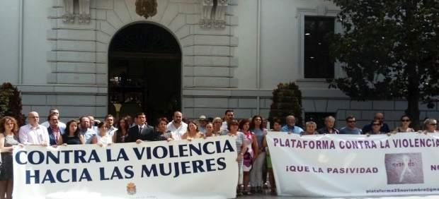 Minuto de silencio por el último crimen machista en Huéscar