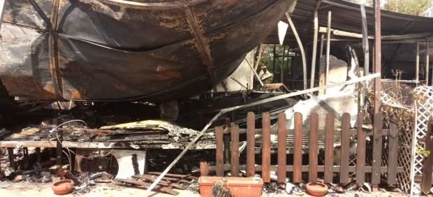Una explosió en un càmping al Puig calcina quatre casetes i deixa quatre ferits