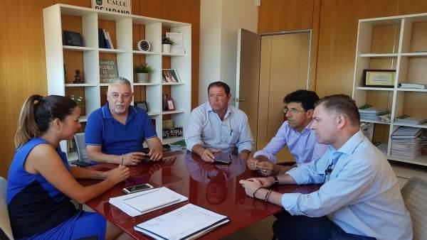 Reunión de miembros de la FOE con María José Bejarano.