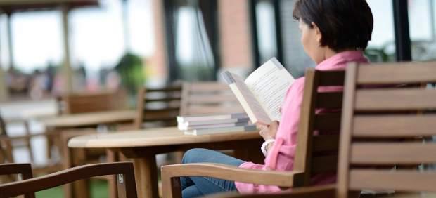 Un 34% de la població valenciana llig llibres i un 32% premsa, segons un informe