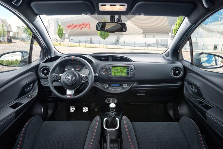 Interior del Toyota Yaris GRMN