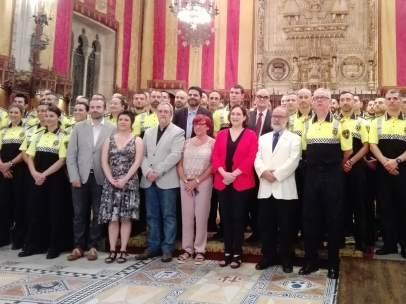 La alcaldesa Ada Colau con 49 nuevos agentes de la Guardia Urbana