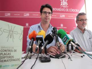 García y Flores en la rueda de prensa