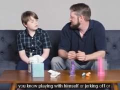 ¿Es correcto este vídeo viral que muestra a padres explicando la masturbación a sus hijos?