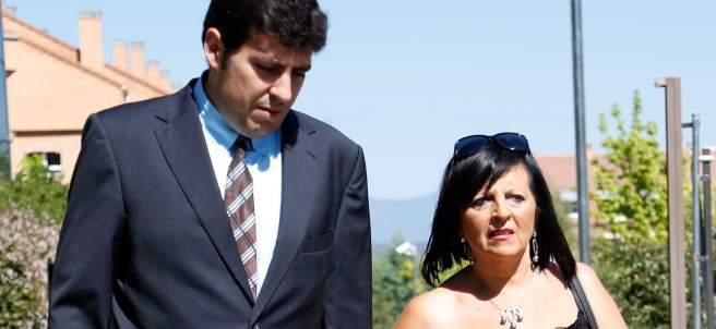 Pilar Abel, la supuesta hija de Salvador Dalí, con su abogado