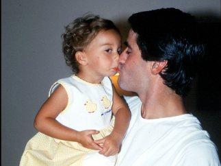 Jesulín da un beso a su hija