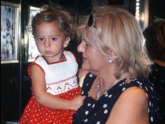 Carmen Bazán orgullosa de su nieta