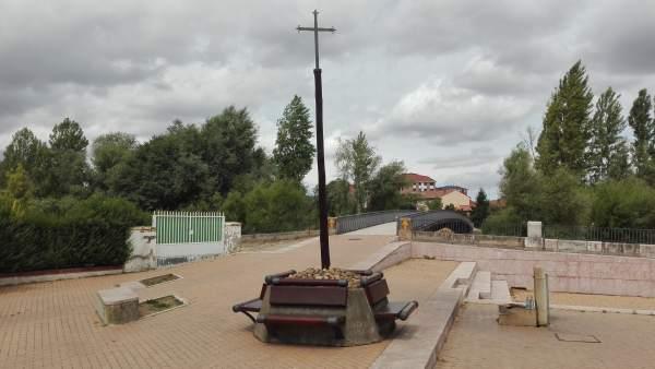 La Réplica De La Cruz Del Ferro Vuelve A Puente Castro (León) Tras Ser Restaurad