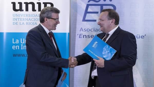Vázquez y Gisbert, tras firmar el convenio