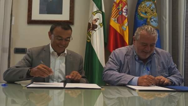 El presidente de la Diputación de Huelva, Ignacio Caraballo, con Joaquín Durán.