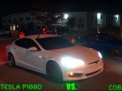 Así trolea el conductor de un Tesla a los participantes de las carreras ilegales