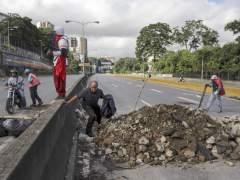 El paro de la oposición venezolana paraliza la mitad de Caracas
