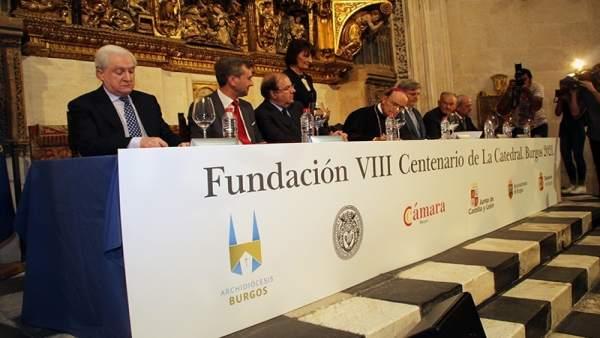 Burgos: Mesa del VIII Centenario de la Catedral