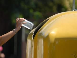 Las madres tienen un 20% más de iniciativa que los padres para reciclar, según Ecoembes