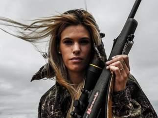 Muere la cazadora Mel Capitán y genera insultos y críticas en redes sociales