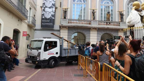 Llegan los técnicos para desenterrar los restos mortales de Dalí