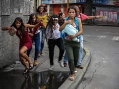 Dos muertos y casi 200 detenidos durante la huelga contra Maduro