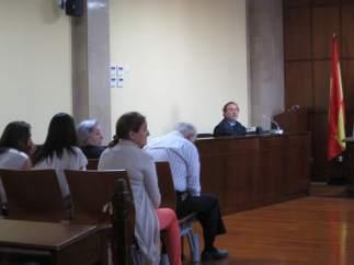 Los cinco acusados, en el banquillo