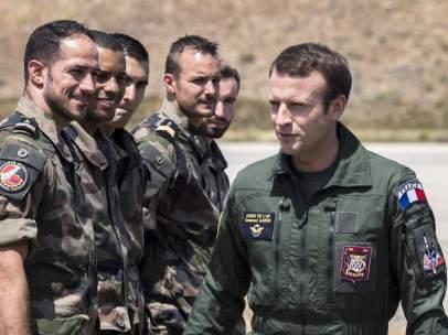 Macron visita la báse aérea de Istres