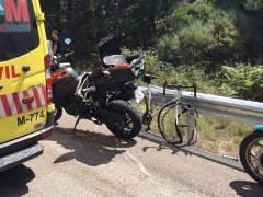 Muere un ciclista al chocar con una moto en el Puerto de Canencia