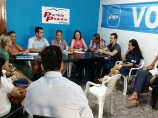 Reunión de Juan Diego Requena con el PP de Lopera (Jaén)