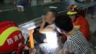 Un niño queda atrapado en una cinta transportadora