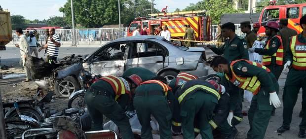 Al menos 25 muertos y 40 heridos en un atentado suicida en el este de Pakistán