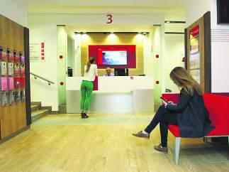 Radiografía bancaria: Santander es el banco líder en créditos y CaixaBank en número de oficinas