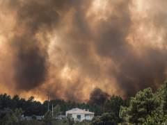 Más de 1.200 bomberos combaten cinco grandes incendios en Portugal