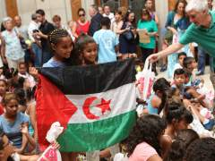 Carmena da la bienvenida a 60 menores saharauis