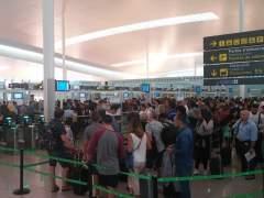 Vuelven las colas a media mañana al aeropuerto de El Prat