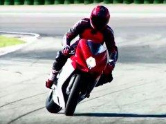 ¿Conoces la técnica del contramanillar para girar una moto?