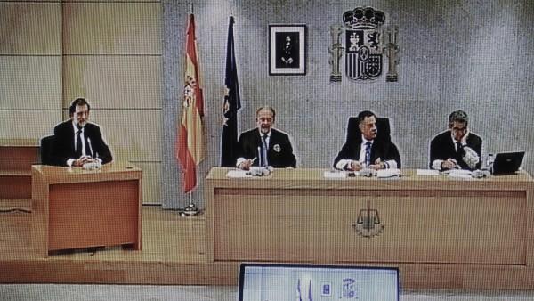 Rajoy, a la derecha del tribunal