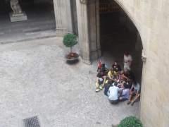 Empleados del Bicing entran en el Ayuntamiento y se niegan a salir