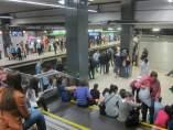 Andén durante una jornada de huelga del Metro de Barcelona.