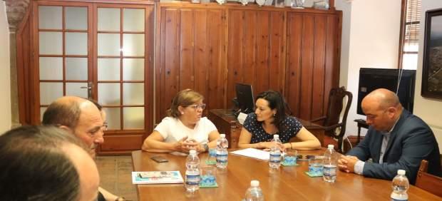 Crespín (izda.) y Sánchez, durante el encuentro mantenido