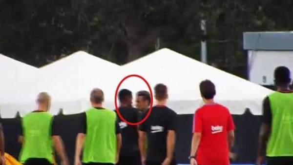 Neymar y Semedo se encaran en el entrenamiento del Barcelona