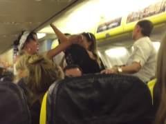 Expulsan a un grupo de mujeres de un avión