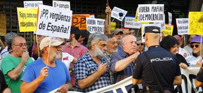 Protesta ante la sede del PP