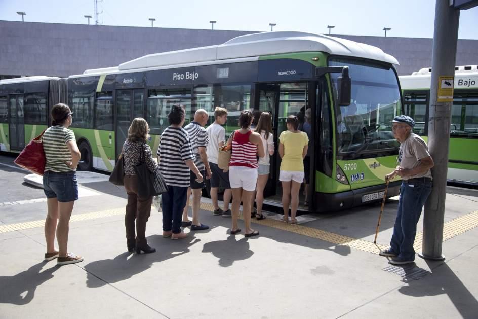 Cerca de personas solicitan el abono joven de transporte - Transporte tenerife ...