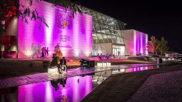 Imagen del Museo Würth por la noche