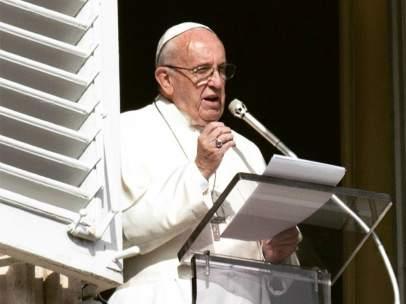 El Papa Francisco desde su despacho en el Vaticano