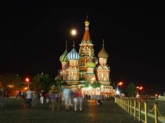 El olor a huevos podridos invade el centro de Moscú