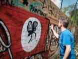 Dibujos que cubren esvásticas nazis en Berlín