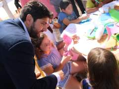 La pobreza se cronifica entre los menores de edad en Cataluña