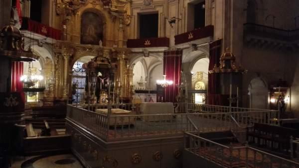 Interior de la basílica de Santa Maria donde se representa el Misteri d'Elx