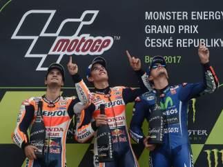 Podio español de MotoGP y homenaje a Ángel Nieto